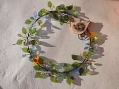 Wire Wreath, Suncatchers, Vines, Floral Wreath, Leaves, Diy Crafts, Wreaths, Home Decor, Wire Crown