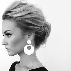 What's the Difference Between a Bun and a Chignon? - How to Do a Chignon Bun – Easy Chignon Hair Tutorial - The Trending Hairstyle Chignons Glamour, Wedding Hair And Makeup, Hair Makeup, Prom Hair, Bridal Hair Updo High, Short Hair Wedding Styles, Messy Wedding Updo, Hair Ideas For Wedding Guest, Style Short Hair