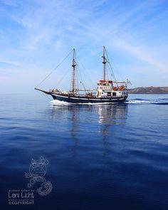 Boat trip in the Santorini Caldera #santorini #santorin #griechischeinseln #Greek Islands #ägäis #aegean #aegeansea #aegeanislands #kykladen #cyclades #caldera #sailingboat #segelschiff