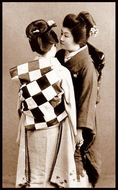 SHOW ME THE OBI ! The First Indy 500 Checkered Flag Converted to Good Use by a Geisha Girl in Old Japan    Or was it from the finish of the 1908 Vanderbilt Cup held on Long Island in USA ?    Those testosterone-driven race car drivers were always sending the craziest things to their Geisha girlfriends in Japan.    www.toolmandesign.com/flagspot.htm    Late Meiji-era photo by an unknown Japanese photographer. More info here…