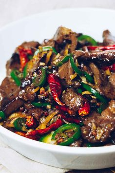 Paleo Hunan Beef Stir-Fry Keto, Gluten-Free)-Paleo Hunan Beef Stir-Fry is a Chinese beef recipe with a bold-flavored stir-fry sauce. It's low carb and gluten-free, and takes less than 30 minutes from start to finish. Cookbook Recipes, Meat Recipes, Slow Cooker Recipes, Low Carb Recipes, Healthy Recipes, Chicken Recipes, Dinner Recipes, Drink Recipes, Sauce Chinoise