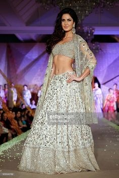 katrina-kaif-walks-the-runway-at-regal-threads-fashion-show-by-manish