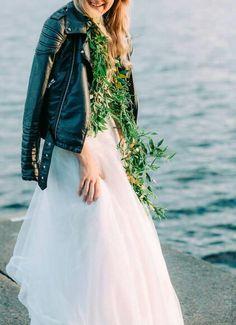 Bridal Garland for the Contemporary Bride / floral Helmivillakko Floral Desing / photo Petra Veikkola Photography