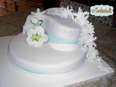 Wintertorte mit Schneekristallkaskade, Wintercake with snow crystal cascade