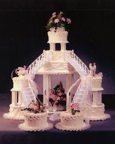 Round Fountain Wedding Cake | The bride and groom chose a fondant ...