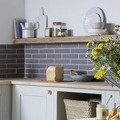 DIY Guide: Tiling a Kitchen Splashback Grey Kitchen Wall Tiles, Grey Gloss Kitchen, Gloss Kitchen Cabinets, Kitchen Splashback Tiles, Kitchen Wall Colors, Grey Tiles, Kitchen Decor, Kitchen Ideas, Tiles Direct