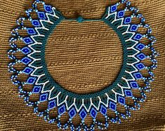 Beaded pectoral necklace by Embera natives Beading Projects, Beading Tutorials, Best Jean Jackets, Beaded Jewelry, Beaded Necklace, Jean Jacket Outfits, Ladies Dress Design, Handmade Necklaces, Handicraft