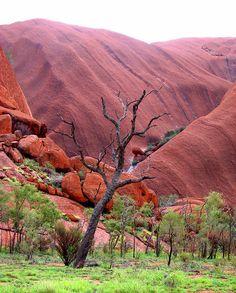 Mutitjulu, Uluru by headlessmonk