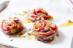 Roasted Mushroom with Veggies and Crumble Topping Popular Appetizers, Yummy Appetizers, Appetizer Recipes, Snack Recipes, Snacks, Thanksgiving Appetizers, Christmas Appetizers, Christmas Parties, Roasted Mushrooms