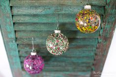 Melted crayon art DIY Christmas Ornament tutorial. An easy craft to do with the kids over the holiday season. Make colorful ornaments to treasure!