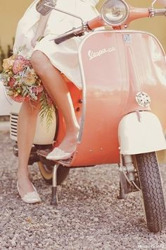 A Vespa would be an amazing idea especially in my colours. This is perfect! #rockmyspringwedding @Rock My Wedding