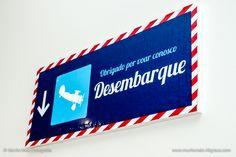 Placa Mesa Lembrancinhas - Festa de Aniversário Infantil Avião American Party, Airplane Party, Party Rock, Chicago Cubs Logo, Team Logo, Jelsa, Flag, Happy, Luigi