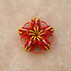 Celtic Flower tutorial - I think I just found my first chainmaille project. Wire Jewelry, Jewelry Crafts, Beaded Jewelry, Handmade Jewellery, Jewelry Ideas, Chainmaille, Jewelry Making Tutorials, Beads And Wire, Flower Tutorial