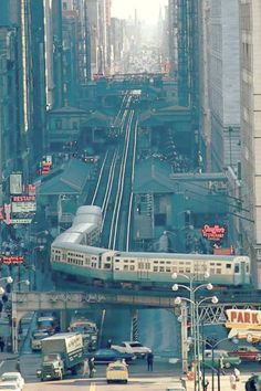 PHOTO - CHICAGO - WABASH AVE - AERIAL - LOOKING S - FORESHORTENING BY TELEPHOTO LENS - ELEVATED TRAIN  ON CORNER - BLACK HAWK SIGN - STOUFFERS - 1967