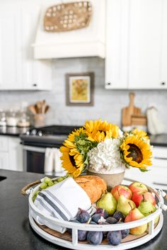 Glean some fall kitchen decorating ideas using sunflowers and hydrangeas! Browse through 15 additional fall Fall Kitchen Decor, Fall Home Decor, Autumn Home, Autumn Summer, Fall Vignettes, Autumn Inspiration, Kitchen Inspiration, Beautiful Flower Arrangements, Early Fall