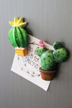 Prickly Pear cactus magnet in paper clay, miniature cactus sculpture - pinned by pin4etsy.com
