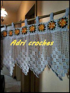 bando em croche   Adri Croches   Elo7 Crochet Birds, Thread Crochet, Filet Crochet, Crochet Stitches, Crochet Curtain Pattern, Crochet Curtains, Curtain Patterns, Crochet Home, Craft Space