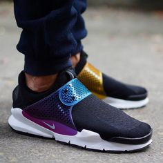 New pics of the much anticipated @nikelab #SockDart #BeTrue just dropped. Check the full set on sneakersaddict.com  @hichem.og