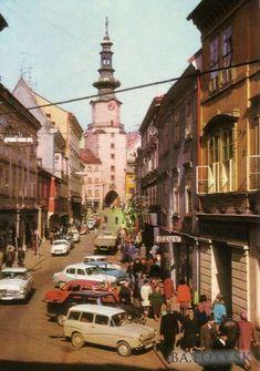 Ulice a námestia - Michalská - Pohľady na Bratislavu Bratislava, Fictional World, Old City, Alter, Old Photos, Nostalgia, Php, Street View, Retro