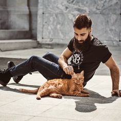 I'm developing a crush on Paul Abrahamian...especially after seeing him with an orangie =^..^=