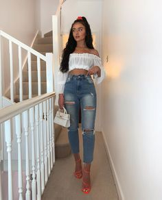 45 Cute Crop Tops Every Girl Should Own in 2019 - Summer outfits Comfortable Outfits, Stylish Outfits, Cute Outfits, Girls Crop Tops, Cute Crop Tops, Girls Summer Outfits, Summer Fashion Outfits, Women's Fashion, Chloe