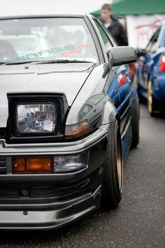 Toyota Corolla AE86.