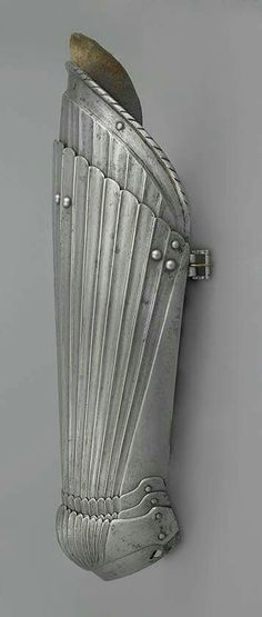 Cuisse and poleyn of a Maximilian style armour.