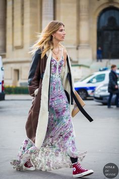 Prediction: These Are the Street Style Trends That Will Rule NYFW via Street Chic, Street Style 2016, Street Style Trends, Street Style Women, Street Fashion, Skirt And Sneakers, Sneakers Street Style, Trajes Country, Vestido Maxi Floral