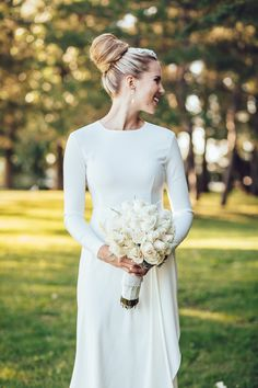 Elegant and minimalist long sleeve wedding dress, perfect for the fall bride! Chic Wedding Dresses, Minimalist Wedding Dresses, Lace Wedding Dress With Sleeves, Long Sleeve Wedding, Elegant Wedding Dress, Glamorous Wedding, Event Dresses, Dress Lace, Occasion Dresses