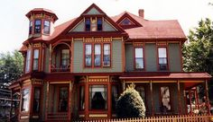 queen anne revival house | Queen Anne architecture became an architectural fashion in the 1880s ...