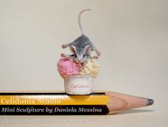 Little mouse on the ice - Mini Sculpture 1/12 by Daniela Messina