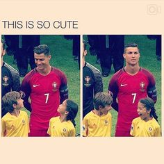 Trending Photo de Cristiano Ronaldo : So cuteeee Funny Soccer Memes, Crazy Funny Memes, Really Funny Memes, Funny Relatable Memes, Haha Funny, Funny Cute, Funny Jokes, Hilarious, Soccer Quotes