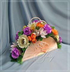 DIY Beautiful Handbag Style Candy Flower Basket from Cereal .- DIY Beautiful Handbag Style Candy Flower Basket from Cereal Box - Candy Flowers, Diy Flowers, Fabric Flowers, Paper Flowers, Flower Basket, Flower Boxes, Diy Crafts For Gifts, Paper Crafts, Very Beautiful Flowers