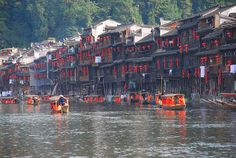Una de las ciudades antiguas  más bellas de China (Fenghuang) by magical-world, via Flickr