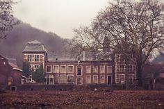 Lost Places Hamburg, Holidays And Events, Abandoned, Traveling, Mansions, House Styles, Haunted Castles, Abandoned Castles, Rv Camping