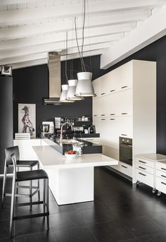 Why not create your own kitchen island. Take a look at these DIY kitchen island ideas and find out how to build your own. Diy Kitchen Island, Blog Deco, Office Walls, Cuisines Design, Ceiling Design, Custom Furniture, Cool Kitchens, Kitchen Remodel, Kitchen Design