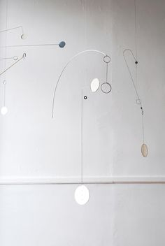 Forms from Wire & Paper – Hanging Mobiles by Kayo Miyashita – OEN Paper Mobile, Mobile Art, Hanging Mobile, Hanging Art, Mobiles, Abstract Sculpture, Sculpture Art, Wind Sculptures, Kinetic Art