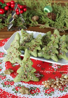 Savory saplings - A nice and tasty idea for the Fest .- Alberelli salati – Una simpatica e sfiziosa idea per le Feste Savory trees – A nice and tasty idea for the Holidays - Mexican Christmas, Christmas Dishes, Christmas Desserts, Christmas Cookies, Christmas Christmas, Christmas Ideas, Fruit Smoothie Recipes, Snack Recipes, Decadent Cakes
