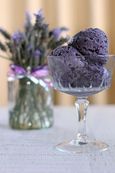 Ube Ice Cream, this ice cream is one of the best sellers in the Philippines due to its unique taste that suits well to the Filipino palate as well as it common use in a dessert called Halo Halo. Filipino Dishes, Filipino Desserts, Filipino Recipes, Filipino Food, Asian Recipes, Ube Recipes, Pinoy Dessert, Filipino Culture, Asian Desserts