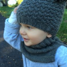 Lue og hals til ettåring - Lilly is Love Knitting For Kids, Baby Knitting Patterns, Knitting Projects, Baby Barn, Diy Projects To Try, Kids And Parenting, Knitted Hats, Knit Crochet, Diy And Crafts