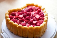 cake with strawberries and pavesini
