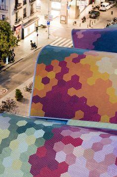 Techo ondulado de colores del #MercadoDeSantaCaterina de #Barcelona http://www.viajarabarcelona.org/lugares-para-visitar-en-barcelona/la-catedral/