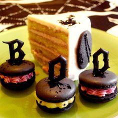 Gothic Halloween Cake and Macarons 13 | Flickr - Photo Sharing!