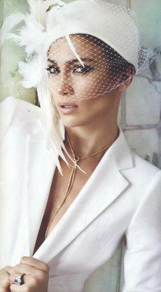 Jennifer Lopez's $25,000 Dollar Necklace.