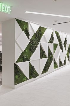 Vertical Garden Installation At Willis Towers Reception / Lobby GOTW-Willi-Towers-Wall-Garden-Foliag Feature Wall Design, Wall Panel Design, Wall Decor Design, 3d Wall Panels, Ceiling Design, Exterior Wall Design, Cafe Interior Design, Interior Walls, Willis Tower