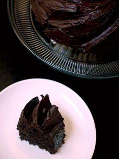 Chocolate Greek yogurt Bundt cake with chocolate ganache - Eva Bakes Chocolate Greek Yogurt, Dark Chocolate Cakes, Chocolate Ganache, Bundt Cake Pan, Cupcake Cakes, Cupcakes, Cake Recipes, Delish, Sweet Tooth
