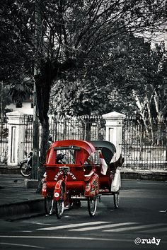 """""""Becak"""" The Indonesian famous transportation"""