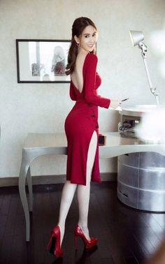 愼 ☼ ριητεrεsτ policies respected. Sexy Dresses, Beautiful Dresses, Fashion Dresses, Beautiful Asian Women, Asian Style, Asian Fashion, Sexy Legs, Asian Woman, Asian Beauty
