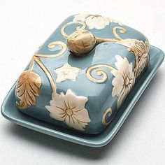 New cheese plate ceramic butter dish 49 Ideas Hand Built Pottery, Slab Pottery, Ceramic Pottery, Pottery Painting, Ceramic Painting, Ceramic Art, Ceramic Boxes, Ceramic Plates, Ceramic Butter Dish
