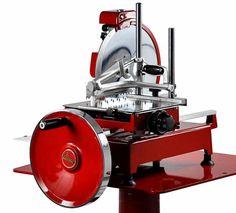 Prosciutto-Maschine, 300 EVO komplett aus Aluminium, Edelstahl und Gusseisen, sehr kompakt u. funktionell, elegant im Aufbau und sehr leicht zu reinigen, extrem präzise Schneid- fähigkeit, hinterlässt kein zerfetztes Schneidgut Schneidscheibe: DM 30 cm Schneidefähigkeit: DM 21 cm oder 21 x 24 cm Schnittstärke regelbar bis 3 mm Schlittenlauf: 25,5 cm Abm.: 57 x 77,5 x 55/68 cm (BxTxH) Prosciutto, Evo, Aluminium, Electronics, Elegant, Cast Iron, Stainless Steel, Cold Cuts, Sled
